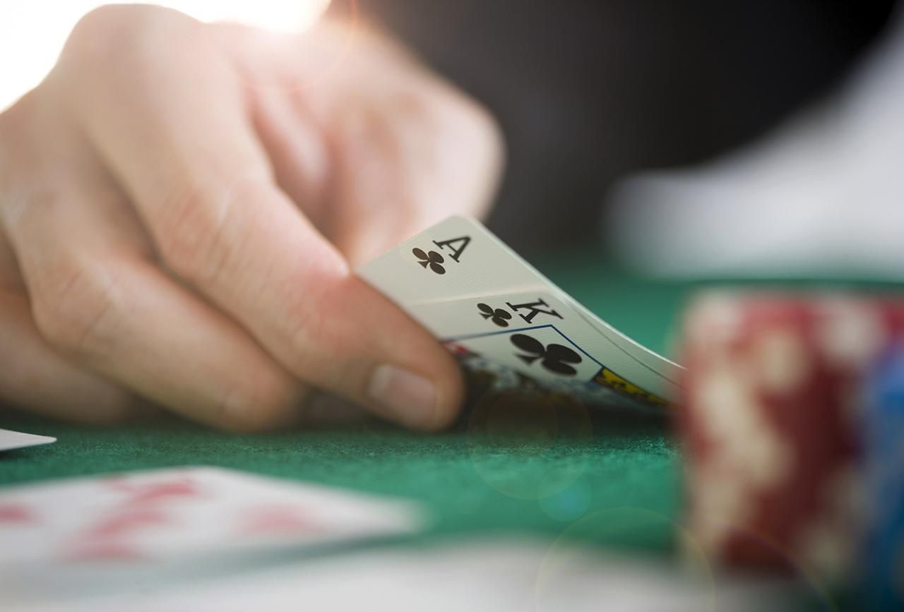 Play the excellent online gambling games