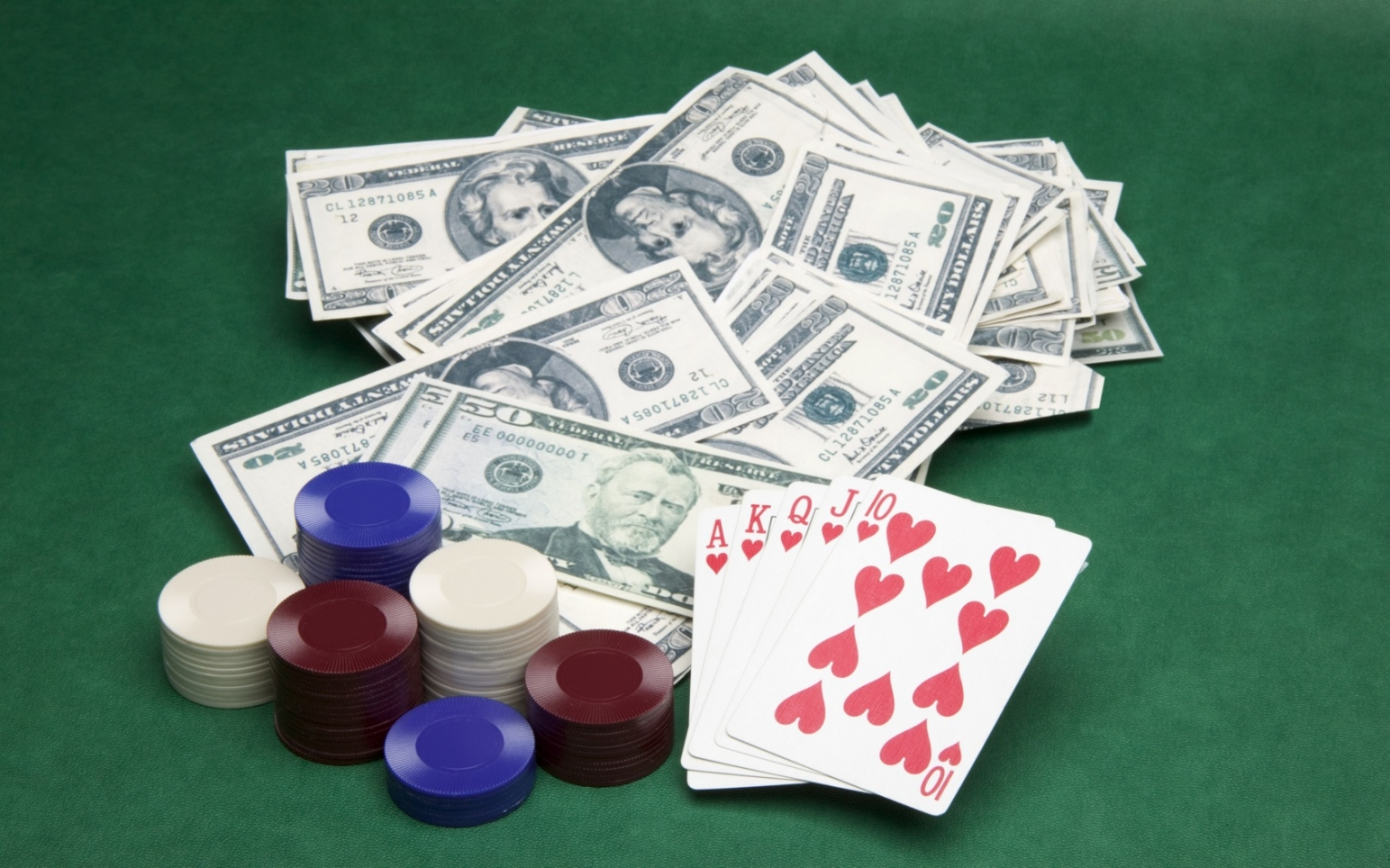 Enjoy gambling games available online with the help of the right site: