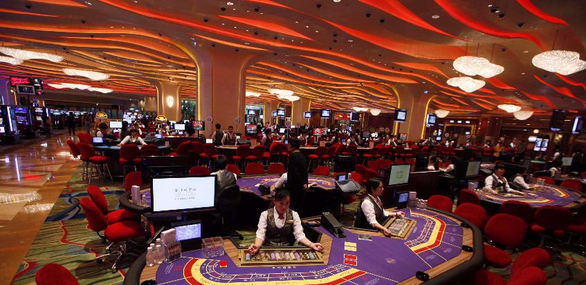 Play Online Baccarat – Benefits to Play the Game Online