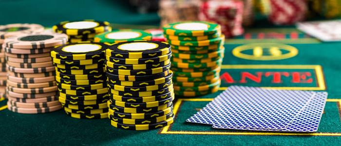 Playing Caribbean Stud Poker