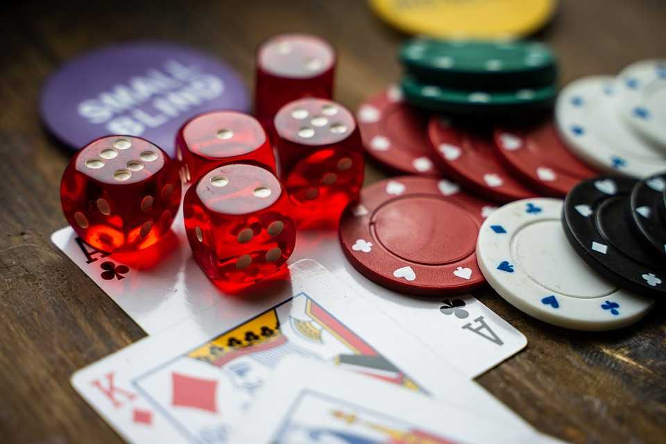Play your favourite game by using the huge progressive jackpots in online casinos