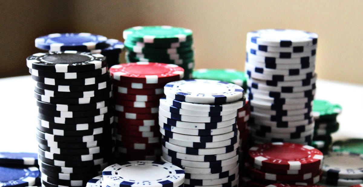 Try blackjack and roulette gambling games online